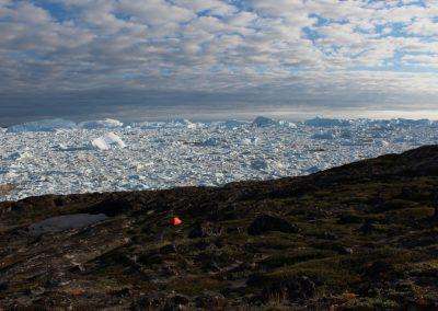 Zeltplatz mit Ilulissat Eisfjord Juli 2014 (Foto: Barbara Haid)